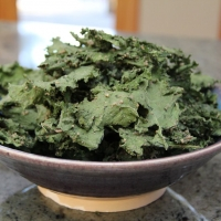 Sweet Kale chips with cinnamon